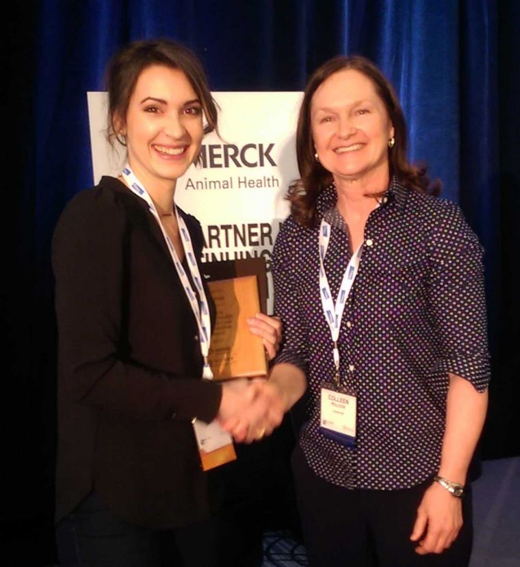 Katrina Barth accepts the winning award from Dr. Colleen Pollock (Merck Animal Health)